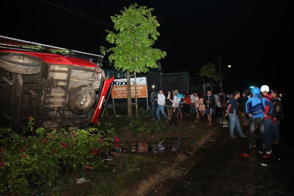Xe khách lật trong đêm ở Đắk Lắk: Nỗ lực cứu chữa 2 nạn nhân nguy kịch - Ảnh 3.