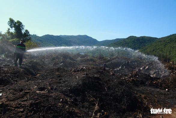 Cháy rừng thiêu rụi 10ha cây cối và 2 xe máy trên bán đảo Sơn Trà - Ảnh 5.