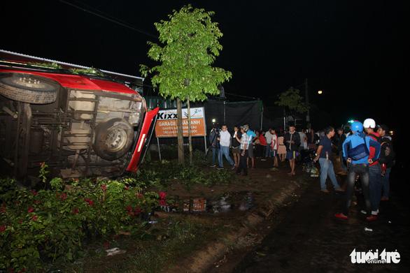 Lật xe khách khi khách đang ngủ trong đêm, 1 người chết, nhiều người cấp cứu - Ảnh 9.