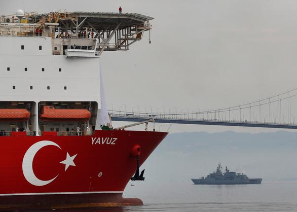 Nói là làm, EU trừng phạt Thổ Nhĩ Kỳ vì kéo giàn khoan dầu ra biển Cyprus - Ảnh 1.