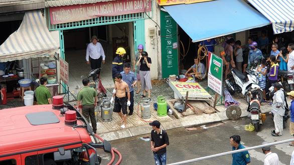 Cháy nổ bình gas tại quán cơm, 2 người bị thương - Ảnh 2.