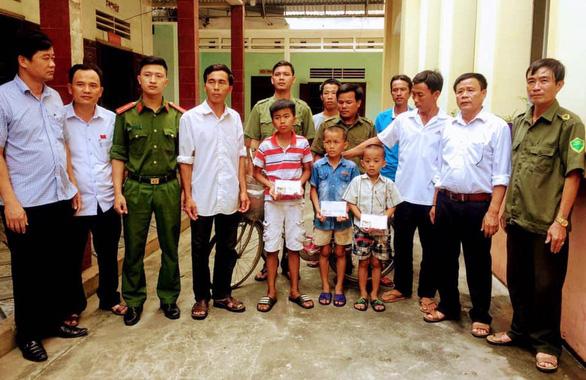 Được tìm thấy cách nhà 90km, ba bé trai nói 'bị bắt cóc' - Ảnh 1.