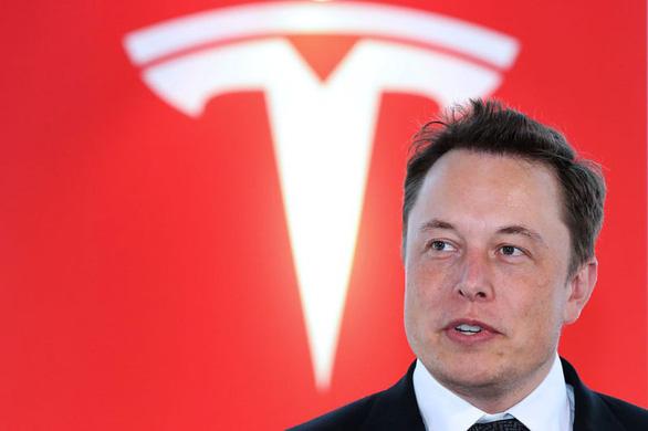 Tỉ phú Elon Musk lại gây sốc: cấy chip vào não người - Ảnh 1.