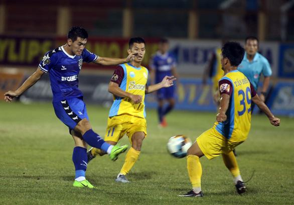 Tuyển thủ U23 Tiến Linh trở lại, B.Bình Dương vẫn thua Khánh Hòa 0-1 - Ảnh 4.