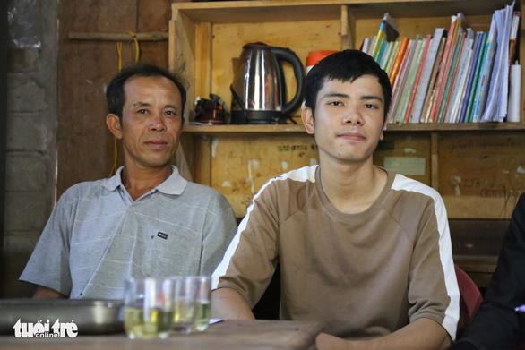 Đi Sài Gòn làm thuê kiếm tiền học, cậu học trò nghèo bỏ túi hai điểm 10 - Ảnh 1.
