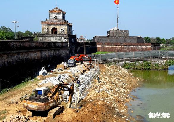 Chính phủ yêu cầu đánh giá lại toàn tuyến kè hộ thành hào kinh thành Huế - Ảnh 1.