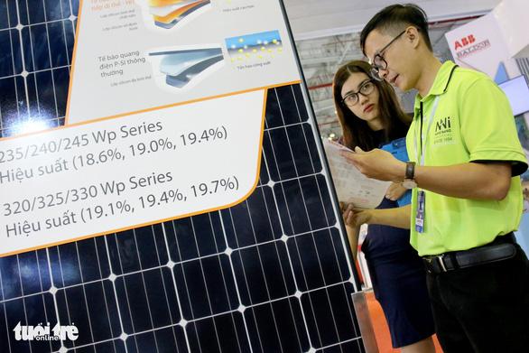 Hàng Hàn Quốc, Trung Quốc áp đảo tại triển lãm thiết bị điện - Ảnh 1.