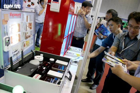 Hàng Hàn Quốc, Trung Quốc áp đảo tại triển lãm thiết bị điện - Ảnh 2.