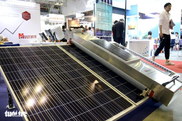 Hàng Hàn Quốc, Trung Quốc áp đảo tại triển lãm thiết bị điện - Ảnh 3.