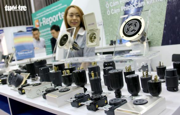 Hàng Hàn Quốc, Trung Quốc áp đảo tại triển lãm thiết bị điện - Ảnh 5.