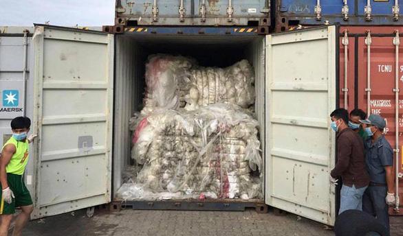 Trả lại 83 container rác, Campuchia sẽ trừng phạt những người nhập - Ảnh 2.
