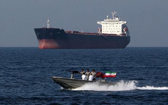 Iran xác nhận bắt tàu chở dầu nước ngoài cùng 12 thủy thủ đoàn - Ảnh 1.