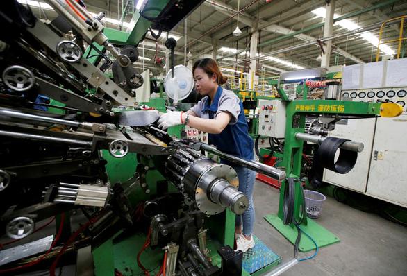 50 doanh nghiệp muốn rời Trung Quốc vì chiến tranh thương mại - Ảnh 1.