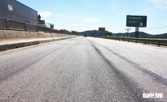 Hết bảo hành, quốc lộ 1 lún như luống khoai - Ảnh 5.