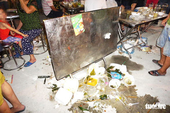 Khách dự Festival văn hóa ẩm thực du lịch quốc tế đi trên rác, ăn cạnh rác - Ảnh 5.