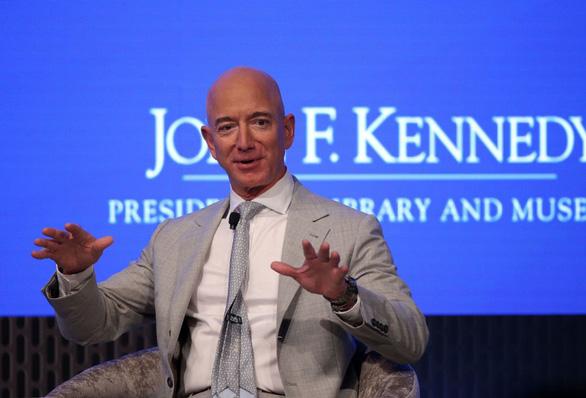 Tỉ phú Bezos đầu tư hàng tỉ đô chinh phục không gian để... cứu Trái đất - Ảnh 1.