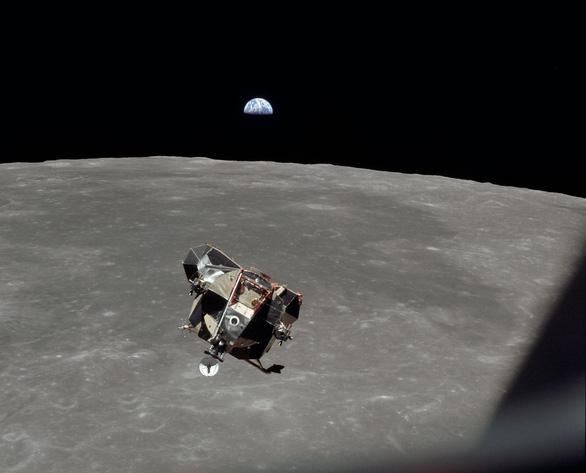 Chuyện gì xảy ra nếu Neil Armstrong không thể quay về từ Mặt trăng? - Ảnh 1.