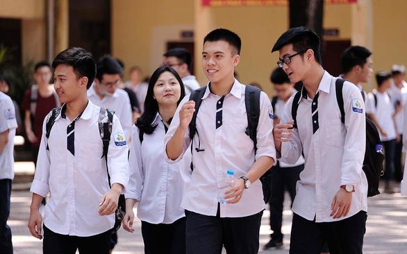 Giáo dục đại học: Tránh áo thường lại gắn hàng hiệu - Ảnh 3.