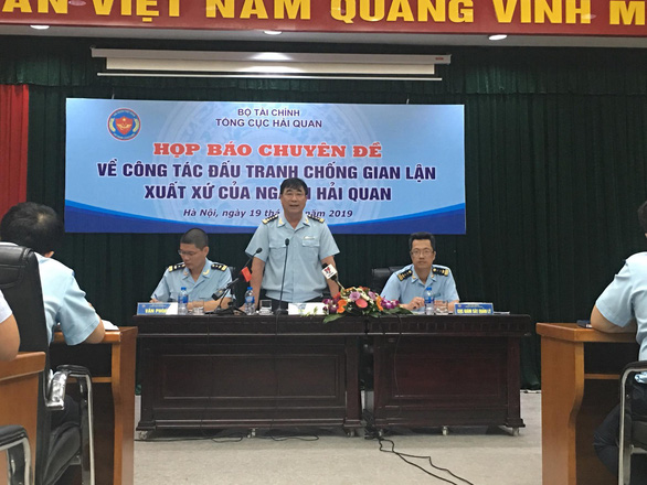 Nhiều doanh nghiệp nhập hàng Trung Quốc ghi sẵn sản xuất tại Việt Nam - Ảnh 1.