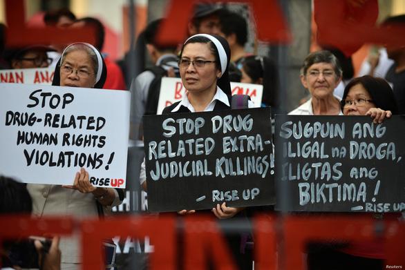 Philippines phạt gần 8.000 cảnh sát sai phạm khi truy quét tội phạm ma túy - Ảnh 1.