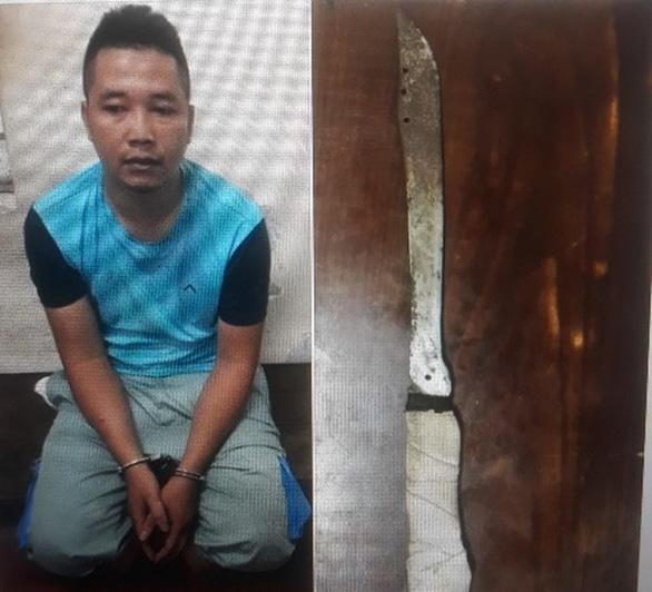Nam thanh niên cầm dao uy hiếp nhân viên bán điện thoại cướp 100 triệu đồng - Ảnh 1.