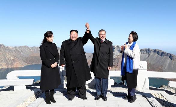 Du lịch Triều Tiên nỗ lực hút khách, mở tour thăm thú núi Trường Bạch - Ảnh 1.