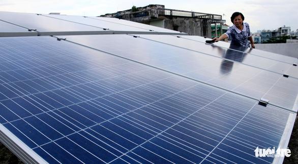 Lắp điện mặt trời ở TP.HCM, không lo quá tải đường dây - Ảnh 1.