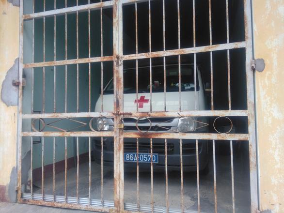 Chở bệnh nhân chuyển viện, tài xế dừng giữa đường xin vào… đăng kiểm - Ảnh 1.