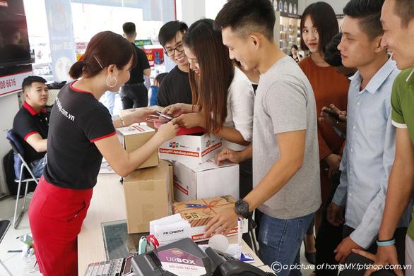 FPT Shop thu về 12.000 đơn hàng chỉ trong 48 giờ - Ảnh 1.