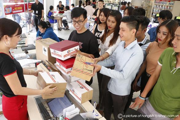 FPT Shop thu về 12.000 đơn hàng chỉ trong 48 giờ - Ảnh 2.