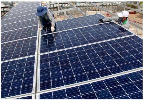 Được vay ưu đãi khi làm điện mặt trời áp mái - Ảnh 1.