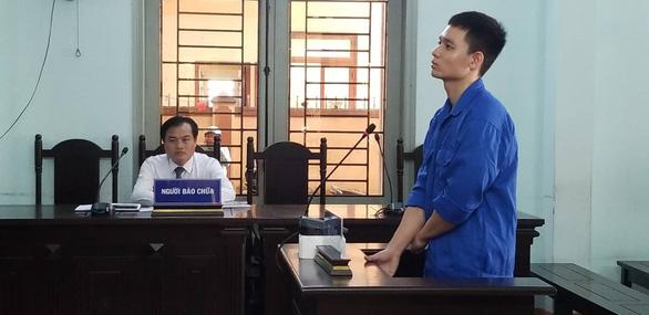 Cựu thiếu úy công an lãnh 6 năm tù vì tạt axít vợ chưa cưới - Ảnh 1.