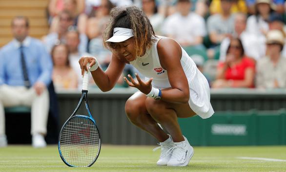 Naomi Osaka bất ngờ bị loại ngay vòng đầu Wimbledon - Ảnh 1.