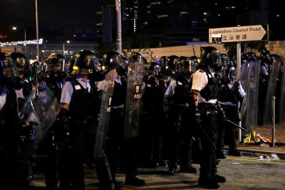 Bắc Kinh ủng hộ điều tra hình sự người biểu tình đập phá ở Hong Kong - Ảnh 1.
