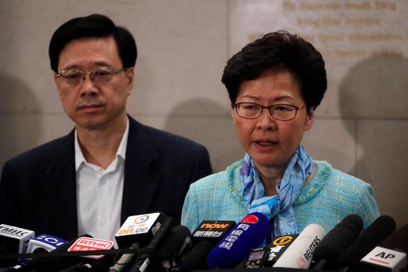 Lãnh đạo Hong Kong họp báo 4h sáng, tuyên bố sẵn sàng lắng nghe - Ảnh 1.