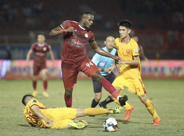 HLV Chung Hae Soung đau đầu thay nguyên cặp tiền đạo ngoại cho CLB TP.HCM - Ảnh 1.