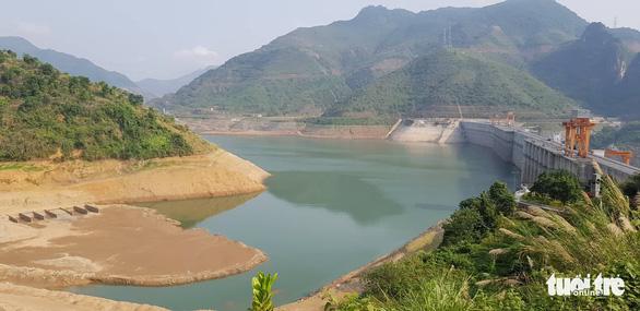 Vụ tái định cư Thủy điện Sơn La: Huyện Mường La chạy trước tỉnh - Ảnh 2.