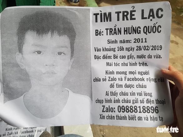 Người cha nghèo 4 tháng ròng rã tìm con trai 8 tuổi lạc giữa Sài Gòn - Ảnh 1.