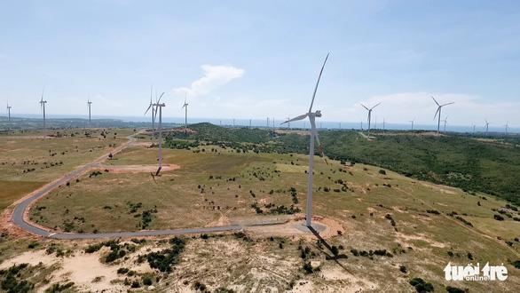 Điện gió, điện mặt trời phải giảm công suất để không quá tải - Ảnh 1.