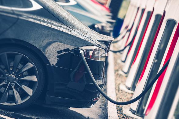 Từ 1/7, Châu Âu quy định xe điện phải có tiếng ồn - Ảnh 1.