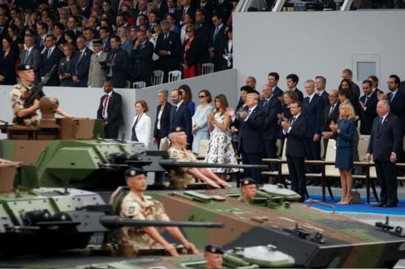 Ông Trump bị chỉ trích vì đốt tiền cho máy bay và xe tăng trong lễ quốc khánh - Ảnh 2.