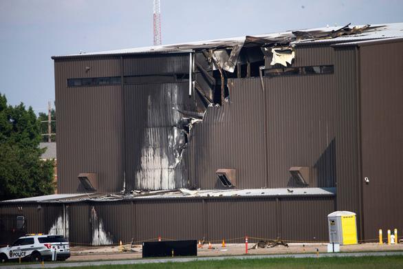 Rơi máy bay ở Texas, 10 người thiệt mạng - Ảnh 3.