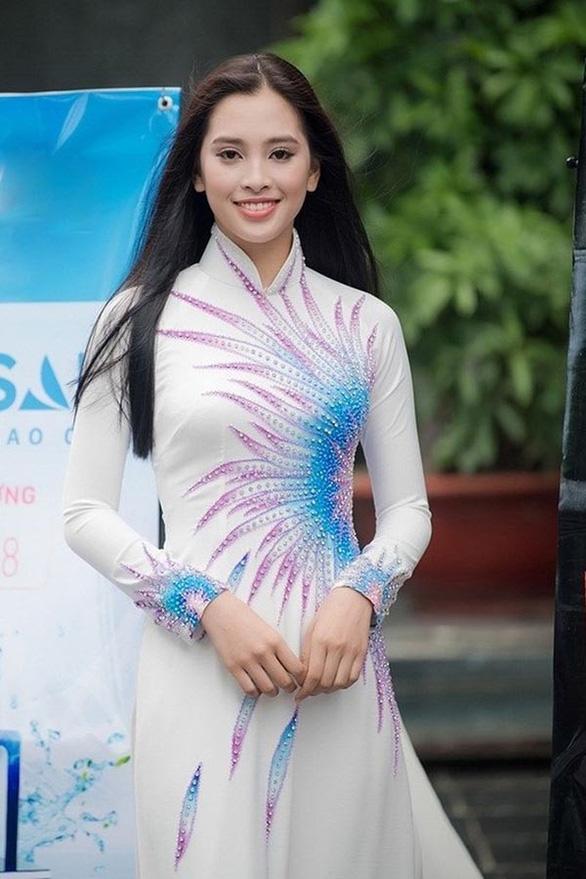 Hoa hậu Tiểu Vy làm đại sứ hình ảnh tại lễ hội hang động Quảng Bình - Ảnh 1.