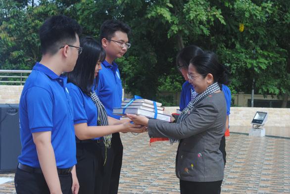 Lãnh đạo TP.HCM thăm, tặng quà các chiến sĩ Mùa hè xanh Đồng Tháp - Ảnh 2.