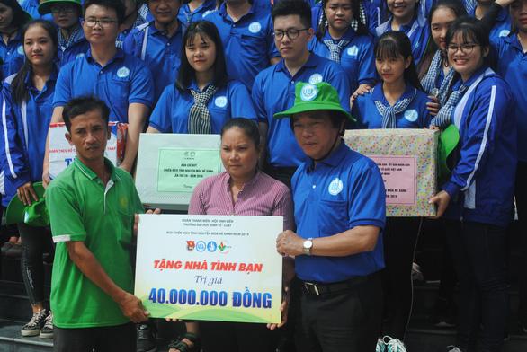 Lãnh đạo TP.HCM thăm, tặng quà các chiến sĩ Mùa hè xanh Đồng Tháp - Ảnh 4.