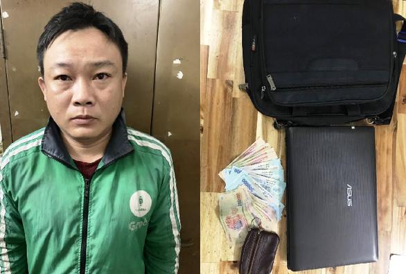 Trinh sát rượt đuổi bắt nóng tài xế Grab dỏm rảo xe trộm cắp ở Sài Gòn - Ảnh 1.