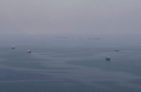 Iran bắt tàu Anh, quân đội Mỹ triển khai máy bay đến eo biển Hormuz - Ảnh 1.