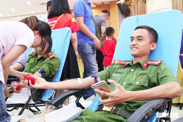 Ba điều dưỡng hiến máu cứu sống sản phụ bị băng huyết - Ảnh 2.