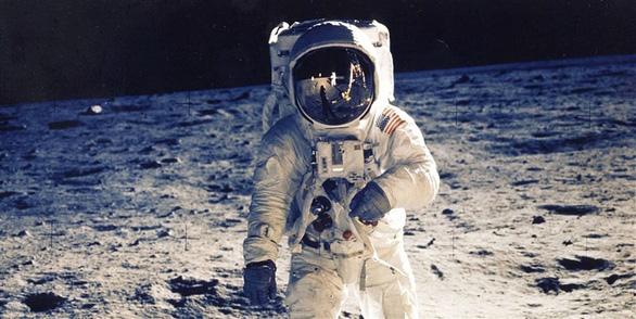 Quay trở lại Mặt trăng, phi hành gia cần bộ đồ mới - Ảnh 1.