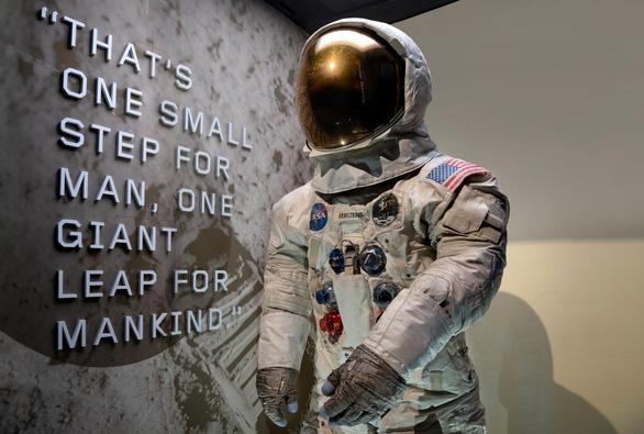 Quay trở lại Mặt trăng, phi hành gia cần bộ đồ mới - Ảnh 2.
